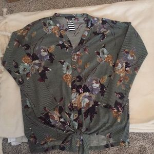 Tops - Staccato Floral Top Size Medium